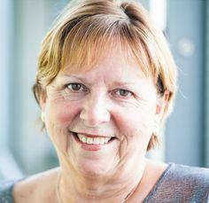 La matemática y especialista en ciencias de la computación Wendy Hall (1952-) nació un 25 de octubre