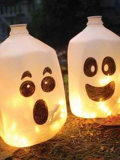 DIY Halloween decor.... I wouldnt even have to get anything. I drink so much water I could make a TON of these. haha Cute Crafts, Crafts For Kids, Fall Crafts, Holiday Crafts, Preschool Crafts, Preschool Age, Kids Diy, Summer Crafts, Decor Crafts