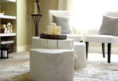 Baumstamm weiß gestrichen als Tisch, Hocker, Ablage Natur Interieur