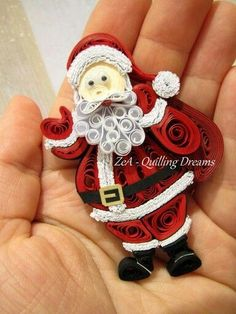 A great roundup of paper quilling Christmas cards and jewelry. Lots of fun festive quilling inspiration with some tutorials as well! Paper Quilling Tutorial, Paper Quilling Patterns, Quilled Paper Art, Quilling Paper Craft, Quilling Craft, Paper Crafts, Quilling Comb, Neli Quilling, Quilling Christmas