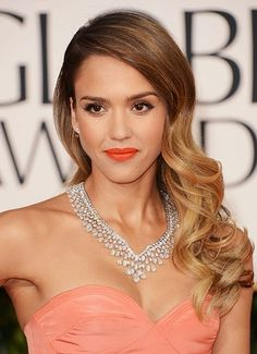 Jessica Alba at the Golden Globes. I adore her makeup here! The orange/coral lip is perfection on her skin tone, dress colour and honey blonde hair.