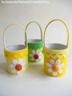 Reciclando latas, botellas de plástico y otros tipos de envases podrás crear hermosas canastillas ideales para entregar dulces o pequeños ...