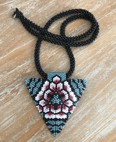 Beaded Necklace Patterns, Beaded Earrings, Beaded Jewelry, Crochet Necklace, Peyote Triangle, Triangle Pattern, Loom Patterns, Beading Patterns, Brick Stitch Earrings