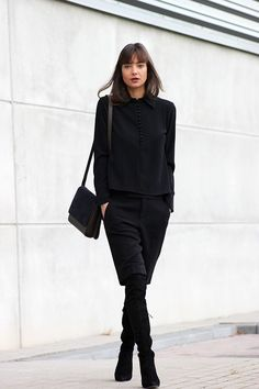 All black everything: sweater, shorts, suede boots and Everlane crossbody bag. Minimal chic street fashion | Business casual outfits | Perfect simple style for work & play | Classy minimalist style | Scandinavian style | Monochromatic style | Casual chic | Effortless Cool | Chic Looks | Street Style
