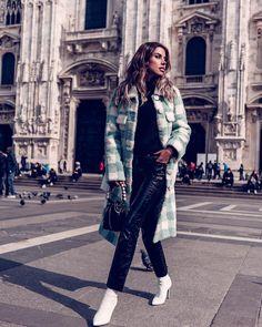 "13.2 mil curtidas, 151 comentários - ANNABELLE FLEUR (@vivaluxuryblog) no Instagram: ""Ciao Milano! ❤️ @sakspotts coat & @fendi bag #whatiwore #mfw #ootd #travel #milano #love"""