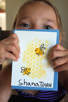 A Rosh Hashanah craft for kids that's very sweet indeed With Rosh Hashanah starting Sunday night, this is a perfect weekend to work on some New Year inspired crafts with your kids. In other words, if you've Happy Rosh Hashanah, Rosh Hashanah Cards, Rosh Hashanah Greetings, Kids Crafts, Yom Teruah, Yom Kippur, Jewish Crafts, High Holidays, Bee Cards