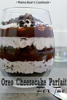 Get your romance on this Valentine's Day with a delicious Oreo Cheesecake Parfait for Two. Layer upon layer of chocolate and Oreo goodness combine to make an epic romantic dessert for two. for two Oreo Cheesecake Parfait for Two Small Desserts, Desserts Menu, Easy Desserts, Delicious Desserts, Dessert Recipes, Delicious Chocolate, Apple Desserts, Healthy Desserts, Dessert Ideas