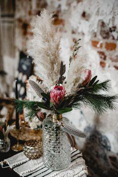 Coole Boho-Inspiration mariage - mariage robe - mariage champetre - mariage boheme - Source cadeau m Boho Wedding Flowers, Floral Wedding, Wedding Bouquets, Boho Flowers, Wedding Vintage, Purple Wedding, Wedding Centerpieces, Wedding Table, Wedding Decorations