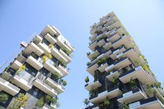 Recently awarded as the World's Most Innovative Highrise, Bosco Verticale by Stefano Boeri has been lit externally by a customization of one of our bestsellers, Clivo! #linealight #iled #clivo #architecture #boscoverticale #portanuova #stefanoboeri #Milano #Euroluce15 #iSaloni #expo2015 #expomilano2015