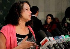 A presidenta nacional do PCdoB, deputada Luciana Santos (PE), que participou da construção das sugestões da Agenda Brasil, elaborada por líderes de 15 partidos da base do governo Dilma na Câmara dos Deputados, falou da importância da plataforma e apontou que o foco desta iniciativa é a retomada do crescimento.