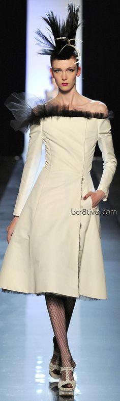Adorei o detalhe de tule do decote! Jean Paul Gaultier Haute Couture Spring Summer 2011
