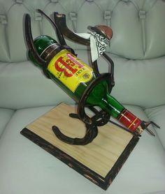 Todo en hierro RQ. Le ofrecemos porta botellas,maceteras,servilleteros y más en hierro forjado y herraduras. Diseños originales con finos acabados.