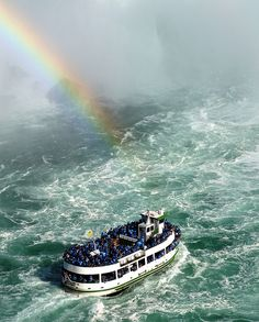 Niagara Falls, Maid of the Mist tour boat, rainbow