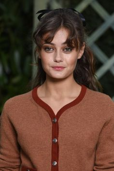 Ella Purnell at a 2018 Chanel Couture show.