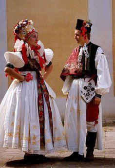 Hanácký svatební kroj / bridal costume from Haná region, Czech republic Costumes Around The World, Folk Clothing, Folk Dance, Beautiful Costumes, Folk Costume, Ethnic Fashion, Traditional Dresses, Celebrity Style, African