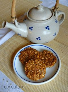 Wholemeal apple cookies - Celozrnné sušenky s jablky Raw Vegan, Vegan Vegetarian, Granola, Muesli, Apple Cookies, Healthy Cookies, Crackers, Tea Pots, Clean Eating