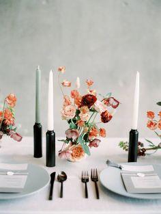Modern Minimalist Wedding Ideas at the Modern Art Museum of Fort Worth Dallas Wedding Inspiration Modern Wedding Centerpieces, Wedding Table Flowers, Wedding Arrangements, Wedding Table Settings, Wedding Reception Decorations, Flower Centerpieces, Wedding Tables, Wedding Art, Centrepieces