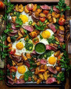 Saturday Breakfast For Dinner Vibes. Steak & Eggs w/ Roasted Potatoes, Backyard Tomatoes, Spinach, & Spicy Chimichurri on the… Breakfast Platter, Breakfast For Dinner, Breakfast Recipes, Dinner Recipes, Gourmet Breakfast, A Food, Good Food, Yummy Food, Junk Food