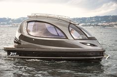 The New Jet Capsule Two years after the first prototype Italian company Lazzarini has launched a new edition of the mini-yacht concept the Jet Capsule. Built in carbon this sea chip features a roof terrace can receive 12 passengers and reach Luxury Travel, Luxury Cars, Luxury Vehicle, Mini Yacht, Ski Nautique, Jet Girl, New Jet, Cool Gear, Boat Design