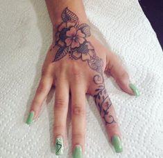 Dope Tattoos, Girly Tattoos, Mini Tattoos, Cute Hand Tattoos, Hand Tattoos For Women, Pretty Tattoos, Forearm Tattoos, Finger Tattoos, Body Art Tattoos