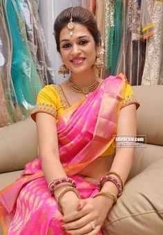 shraddha dashot saree