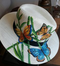 (notitle) – margarita ortiz – Join in the world of pin Painted Hats, Painted Clothes, Hand Painted, Winter Hats For Men, Summer Hats, Hats For Women, Fancy Hats, Cool Hats, Tole Painting