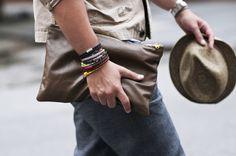 Oi pessoal! Tudo bom? Espero que sim! :) Hoje aqui no blog eu vou falar dos 6 acessórios que todo homem deve ter em seu guarda-roupa . Há a...