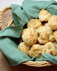 Cheddar Bay Biscuits Recipe #thanksgiving #biscuits
