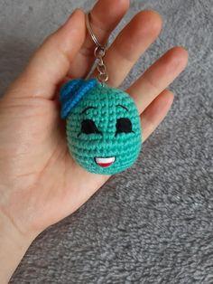 Kolayca yapabileceğiniz bu Kaplumbağa örgü modelini isterseniz çocuklarınıza çanta süsü isterseniz anahtarlık olarak kullanabilirsiniz. Crochet Earrings, Teddy Bear, Dolls, Jewelry, Fashion, Crocheted Animals, Key Hangers, Tejidos, Patterns