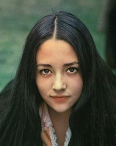 "Olivia Hussey, when she was younger. She was in Fanco Zefarelli's ""Romeo and Juliette"", with Leonard Whiting. Olivia Hussey, Pretty People, Beautiful People, Beautiful Women, Susan Sarandon, Classic Beauty, Timeless Beauty, Marlon Brando, Romeo And Juliet Poster"