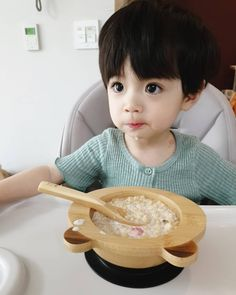 La imagen puede contener: 1 persona, sentado Cute Baby Boy, Cute Little Baby, Lil Baby, Cute Boys, Little Boys, Baby Kids, Cute Asian Babies, Korean Babies, Asian Kids
