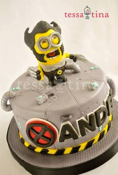 Minion cakes!! love them!! Cake Wrecks - Home - Sunday Sweets: MinionMashup
