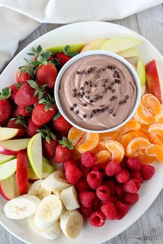 Healthy Chocolate Fruit Dip - A sweet and creamy chocolate fruit dip made healthier with Greek yogurt and light cream cheese. Serve with fruit or pretzels for dipping. Chocolate Dipped Fruit, Healthy Chocolate, Chocolate Chocolate, Pastas Recipes, Dip Recipes, Healthy Snacks For Diabetics, Healthy Fruits, Nutella, Easy Fruit Dip