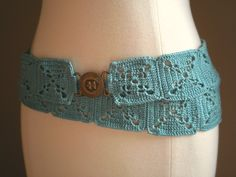 A wonderfully cool accessory, this uber-hip belt gives crochet a new swagger. A bright Caribbean blue yarn and traditional square motifs get along perfectly in this fashion-brilliant belt. Crochet Belt, Mode Crochet, Crochet Gratis, Knit Crochet, Crochet Necklace, Easy Crochet, Crochet Stitches, Knitting Patterns, Crochet Patterns