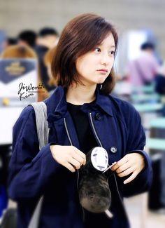 Nhan sắc ngoài đời xinh ơi là xinh của nữ quân nhân Yoon Myung Joo trong Hậu duệ mặt trời - Ảnh 1.