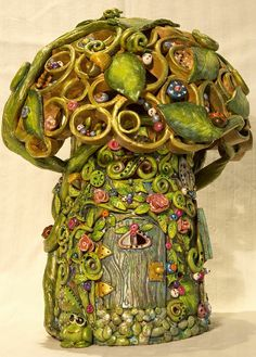 L'albero delle fate, interamente creata a mano in terracotta pittura acrilica