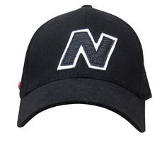 New Balance Unisex Yankey 6 Panel Fitted Baseball Cap - Cotton Spandex Black/WhiteBoasting a black cotton design, the New Balance Unisex Yankey 6 Panel Fitted Baseball Cap has a slightly curved peak and is adorned with a front woven logo label. The Spandex construction stretches to give the perfect fit, and also features woven eyelets and signature branded buttons to the side. K.D.