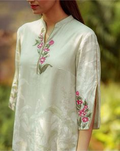 Embroidery On Clothes, Embroidered Clothes, Embroidery Fashion, Sleeves Designs For Dresses, Dress Neck Designs, Blouse Designs, Simple Kurti Designs, Kurta Designs Women, Dress Indian Style