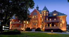 The Centennial Hotel Concord Situated within a 15-minute walk from downtown Concord, New Hampshire, this historic hotel offers a gym and an on-site restaurant and lounge. Rooms feature flat-screen TVs and free Wi-Fi.