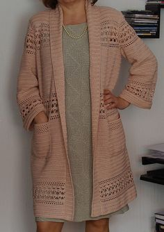 Curso Cardigan De Crochê Passo-a-Passo - Silvana Regina Batista Santos - learn a new skill - Online Courses, Members Area, Subscription Services Gilet Crochet, Crochet Shirt, Crochet Poncho, Crochet Shrugs, Crochet Sweaters, Free Crochet Jacket Patterns, Crochet Pattern, Crochet Fashion, Beautiful Crochet