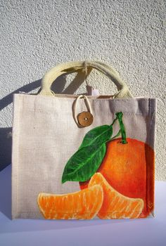 Clementine shopping bag, in jute and cotton, a beautiful clementine is hand painted on the front, wooden button closure, Diy Tote Bag, Reusable Tote Bags, Tods Bag, Fabric Paint Designs, Painted Bags, Fabric Stamping, Jute Bags, Fabric Bags, Fabric Painting