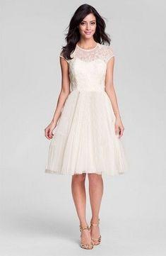 Rövid, tört fehér, chiffon menyasszonyi ruha, csipke felsővel