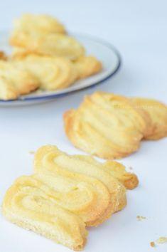 Spritsen maken - Carola Bakt Zoethoudertjes Dutch Recipes, Baking Recipes, Cookie Recipes, Cookie Time, Ramadan Recipes, Ramadan Food, Coffee Dessert, Biscuits, Cakes And More