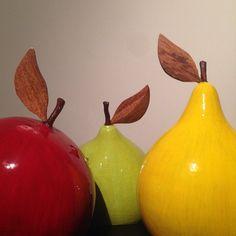 #frutas #colores #tapara #totuma #tapareando #hechoamano #hechoenvenezuela #artesanía #adorno #regalo #regalocorporativo #tapara #totuma #Tapareando #artesanía #MorellaPunceles #Caracas #Venezuela Gourds, Biscuit, Pear, Instagram Posts, Caracas, Fruit, Bottles, Venezuela, Ornaments