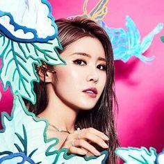 수란 Kpop Girl Groups, Kpop Girls, Successful Women, Korean Artist, Record Producer, Korean Singer, Girl Crushes, Asian Beauty, Badass