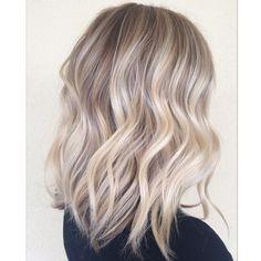 Blonde ✨ @habitsalon @unite_hair @ibizahairtools #nofilter #brighterends #sombre #softhighlights #blonde #hair #haircut #hairposts #hairstyles #beachwaves #behindthechair #btcpics #modernsalon #hairbrained #hairpainted