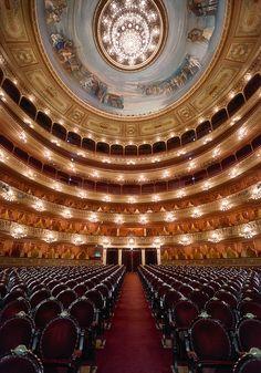 Interior de nuestro hermoso Teatro Colón en Buenos Aires .