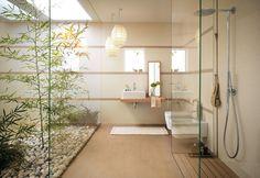 Badezimmer mit Pflanzen und Lichthof
