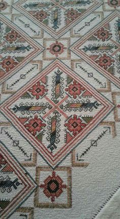 Cross Stitch Embroidery, Hand Embroidery, Embroidery Designs, Cross Stitch Designs, Needlework, Diy And Crafts, Bohemian Rug, Rugs, Knitting