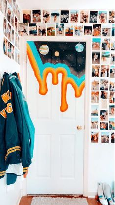 New room decor pictures wall black and white Ideas Room Ideas Bedroom, Girls Bedroom, Bedroom Decor, Bedroom Door Decorations, Bedroom Black, Teen Bedroom Door, Black And White Bedroom Teenager, Teenage Bedrooms, Bedroom Sofa